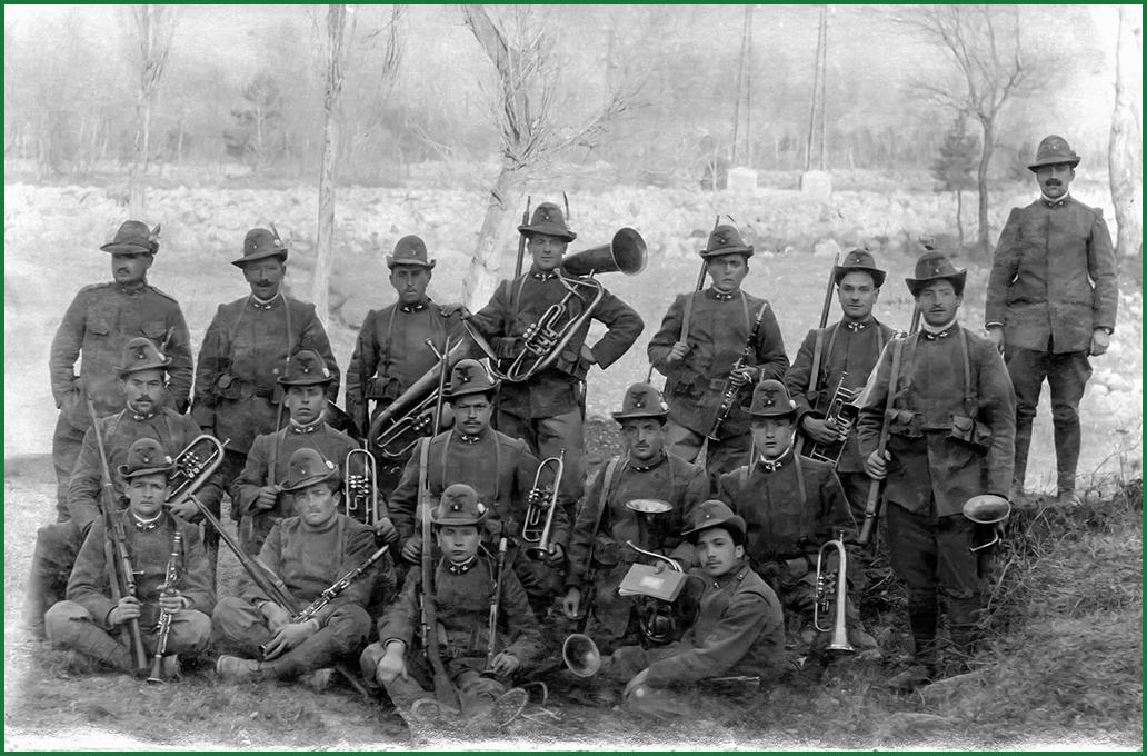 ANNO 1916 -TALAMONA - il terzo in piedi da sinistra è il nostro Socio fondatore URIO GIUSEPPE (Pèpp ferascett)