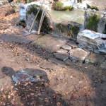 Canale per il defluvio dell'acqua coperto da pietre