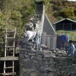 si è cominciato a ricostruire il muro della casa dell'alpigiano