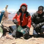 I nostri Alpini ripresi l'8 gennaio 2007 sulla vetta del Cerro Aconcagua con il... mini gagiardetto del nostro Gruppo