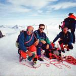 Il Socio Alpino Donegana Giovanni in vetta con gli amici Saldarini Sergio e Bernasconi Sandro