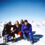 Il Socio Alpino Donegana Giovanni in vetta con i compagni di scalata