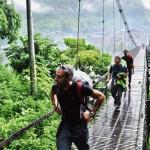 Alcuni componenti la spedizione all'inizio trekking in località Jagat.
