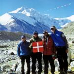I componenti della spedizione (fotografo Porro Eugenio) ripresi al campo base a mt. 5300. Il nostro Socio è il primo a sinistra.